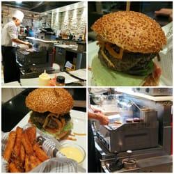 Am neuen Stand 'New Burger' in der…