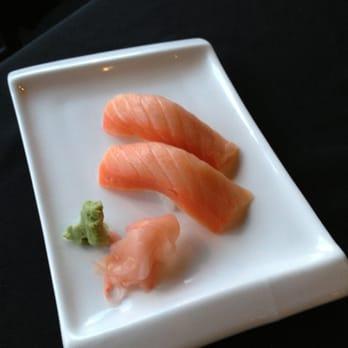 smoked salmon nigir