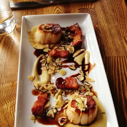 In Riva - Philadelphia, PA, États-Unis. Roasted Scallops with apple smoked bacon