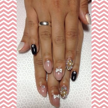 Lil Shoppe of Nails - Whittier, CA, United States. Gel mani with bling