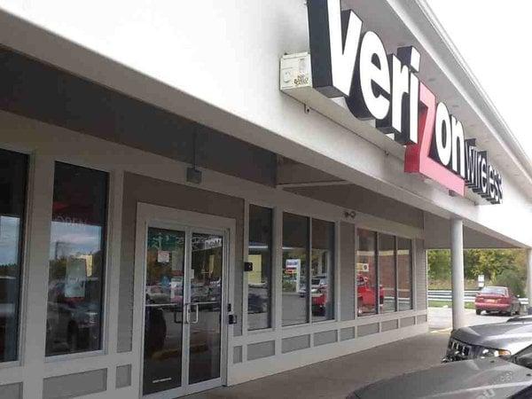 South Burlington (VT) United States  city images : ... Phones South Burlington, VT, United States Reviews Photos Yelp