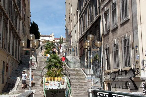 Les escaliers du cours julien lieu b timent historique for Escalier helicoidale marseille
