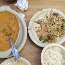 Thai Thai Restaurant - Panang curry and Pad Thai after...definitely took it to go! - Killeen, TX, Vereinigte Staaten