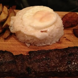 La Parrilla Colombian Steakhouse - La Entrana ala parilla (skirt steak with rice, potatoes, plantains, and fried egg) - Chicago, IL, Vereinigte Staaten