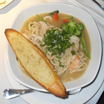 Jillian's - San Francisco, CA, États-Unis. Seafood Soup w/ bread