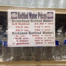 GTM Discount General Store - Santee, CA, États-Unis. Kirkland & Arrowhead water cheaper than at Costco!!