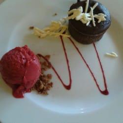 Moelleux au chocolat et glace framboise