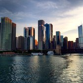 Wendella Sightseeing Boats - Chicago, IL, États-Unis. Sunset cruise, heading out to Lake Michigan