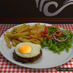 Le Vilain Petit Canard - Marseille, France. Un oeuf sur le plat ! Tellement simple mais si bon à la fois ! Surtout quand il est cuisiné minute !