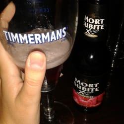 Con mono de cerveza belga. Mort subite…