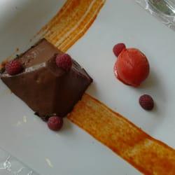 La Tour des Sens - Tencin, Isère, France. Pyramide chocolat noir, framboise et poivron.