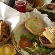 Big burger, poivrons, reblochon, sauce…