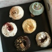 The Hummingbird Bakery - Red velvet , carrot , snickers, keylime and black bottom - yum! - London, United Kingdom