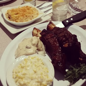 ... Beef ribs with creamed corn, mashed potatoes with gravy and bacon mac