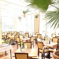 großer Wintergarten & Frühstücksraum