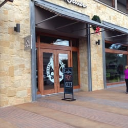 Eddie Bauer Outlet store front