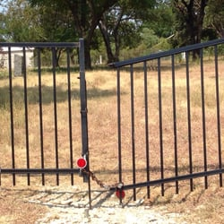 Western Heights Cemetery - Dallas, TX, États-Unis. All locked up. 8/26/15.