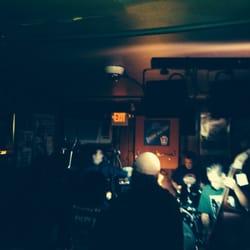 The Shore Road Tavern - Philadelphie, PA, États-Unis. Three bad Jacks!!!