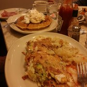 The Red Flame - New York, NY, États-Unis. Egg white Arizona omelet w/turkey bacon and avocado... waffles with ice cream