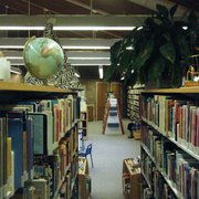 F.N. Manross Memorial Library - Cool stuff everywhere - Forestville, CT, Vereinigte Staaten