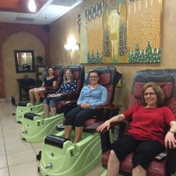 Wynn Nails Spa II - Austin, TX, Verenigde Staten. Team celebration.