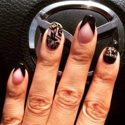 Karma Salon - Bakersfield, CA, États-Unis. Nails by Michelle