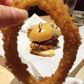 Yelp Elite Event at Grub Burger Bar - North Wales, PA, États-Unis. Favorite burger. This pic represents onion ring-ception (onion ring inside burger inside onion ring).