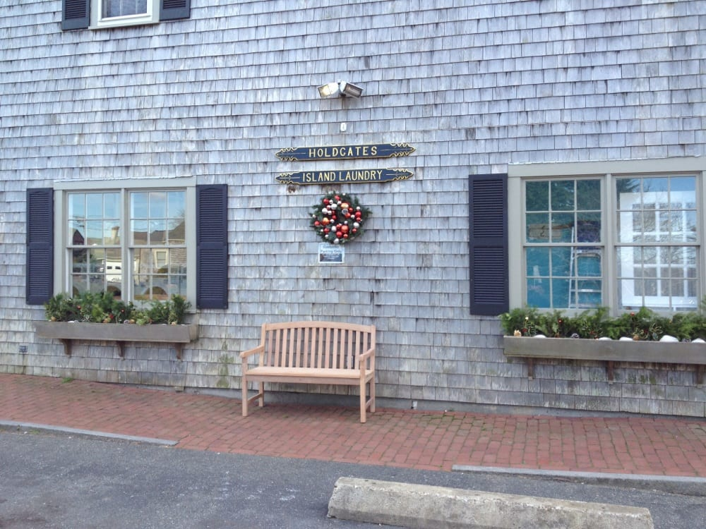Holdgate's Island Laundry, Inc. - Nantucket, MA, États-Unis. Holdgates is decked out for the Holidays!