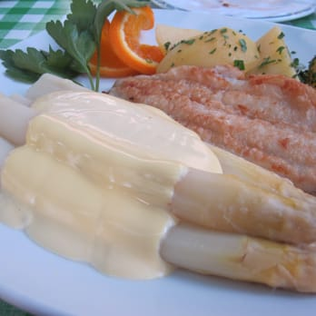 ... and time for delicious asparagus with fillet of Pangasius :o)!