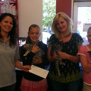 Pet Food Express - presenting a check to Cat support network for save a kitten month. - Concord, CA, Vereinigte Staaten