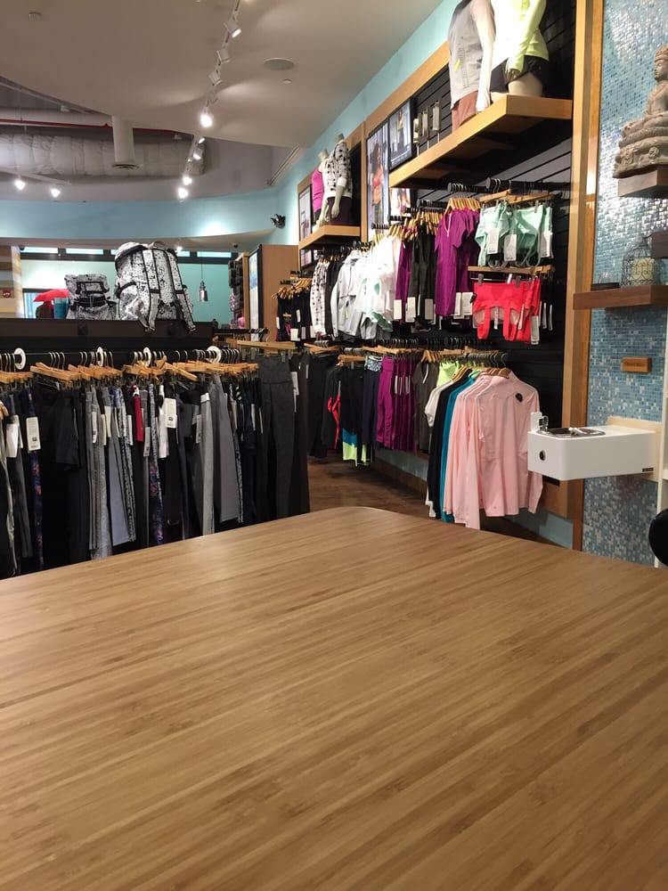 Lululemon Athletica Sports Wear 630 Old Country Road Garden City Ny United States