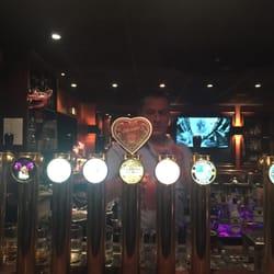 Guinness Tavern - Paris, France. Muitas torneiras