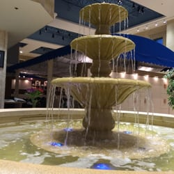 Robert Andrew - The Salon & Spa - All checked in waiting by the fountain! - Gambrills, MD, Vereinigte Staaten