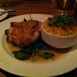 Natural roasted chicken with mac 'n' cheese and spinach