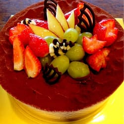 Elim Bakery - Chocolate cake, only $20. It's so good! - Rowland Heights, CA, Vereinigte Staaten