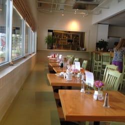 Iron hen cafe 127 foto 39 s caf s greensboro nc for Table 6 greensboro nc