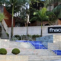 A entrada da FNAC da alameda Santos é de…