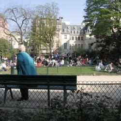 Square l opold achille paris france for Jardin lazare rachline rue payenne paris 3eme