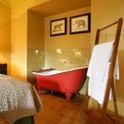 Moringa bedroom & bath