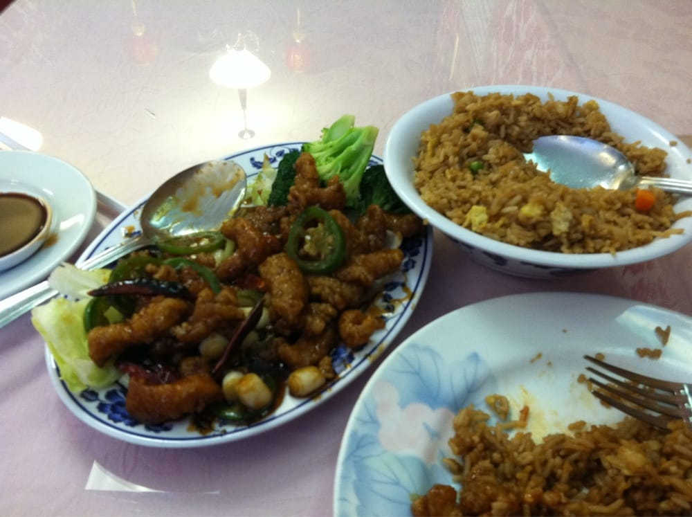 General Tso 39 S Chicken With Fried Rice Lunch Special Yelp