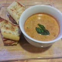 The Pendergrass Restaurant - Ham & cheese sandwich with tomato basil soup! - Hollister, CA, Vereinigte Staaten