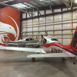 Sierra Skyport - Sierra Skyport has a Cirrus SR20 and SR22T available for training. - Minden, NV, Vereinigte Staaten