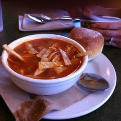 Model Bakery - Chjcken Tortilla Soup - Saint Helena, CA, Vereinigte Staaten