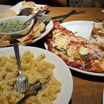 California Pizza Kitchen 102 Photos 83 Reviews Pizza 303 Memorial City Mall Memorial