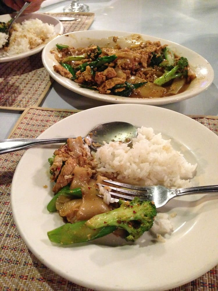 find out all menus and locations of the best thai restaurants nearby in milwaukee wi including basil thai absolute thai aroy dee thai kitchen and so on - Thai Kitchen Milwaukee