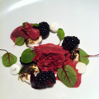 Blackberries parfait, pickled with meringue and purée #afterhours