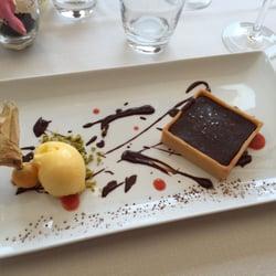 Chez Fonfon - Marseille, France. Le dessert : tarte au chocolat valrhoa 55% avec sorbet mandarine juste parfait !!