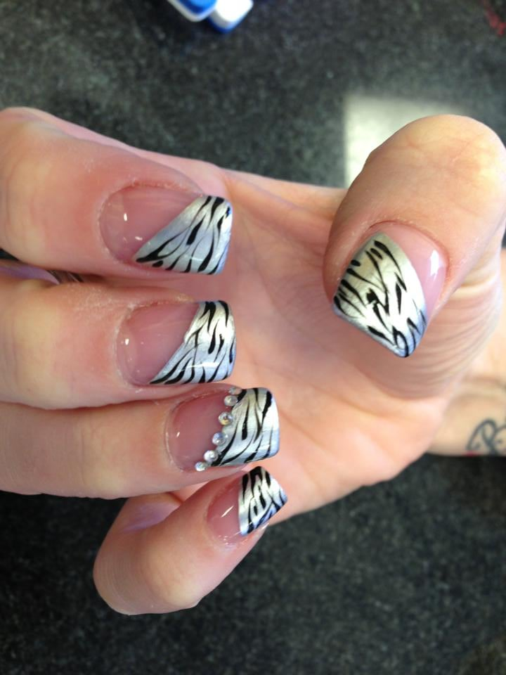 Modern nails salon 20 photos nail salons champaign for 20 20 nail salon