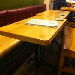 Les douze Apôtres - Strasbourg, France. Tables en bois. Ça colle parfaitement à l'ambiance du lieu !