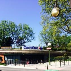 Entrée du Carrefour ...